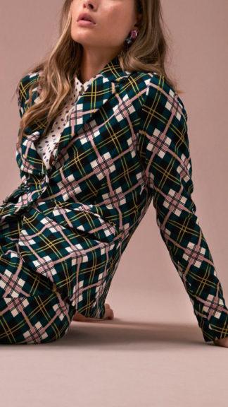 giacca a scacchi verde cambridge indossata laterale peccati veniali