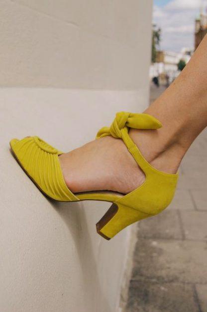 scarpa loretta gialla particolare peccati veniali