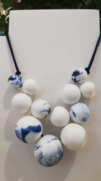collana bolas sfere marmorizzate bianche e blu peccati veniali