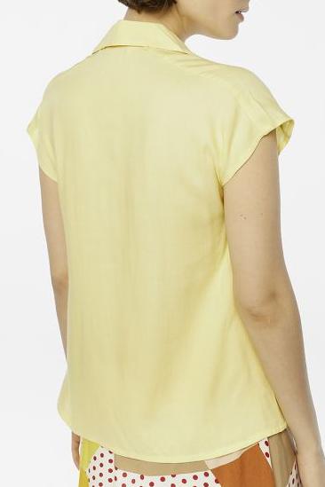 camicetta maniche corte gialla schiena peccati veniali