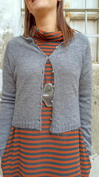 cardigan grigio con bottoni gioiello peccati veniali