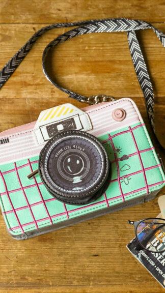 borsa macchina fotografica verde e rosa peccati veniali